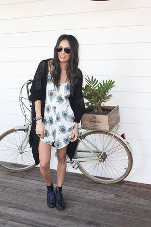 Ray Ban sunglasses - Junk Clothing romper - Converse sneakers - bonds cardigan