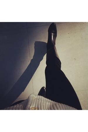 black etienne aigner boots - off white Gap sweater - black J Crew pants