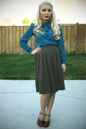 vintage blouse - vintage skirt - thrifted shoes