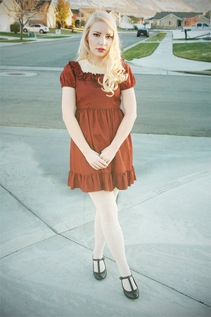 vintage dress - tights - naturalizer shoes
