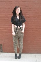 black Steve Madden shoes - dark brown Forever 21 pants - black thrifted top