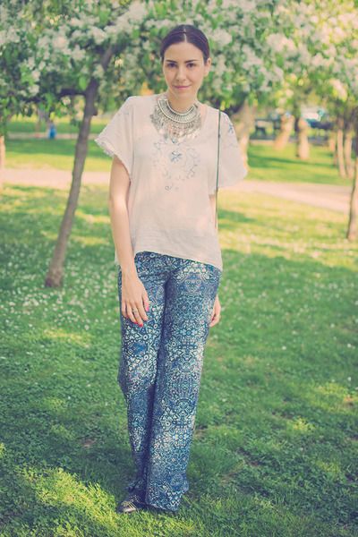 navy Bershka pants - silver Happiness Boutique necklace