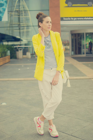 white pull&bear jeans - yellow Sheinside blazer - white New Yorker bag