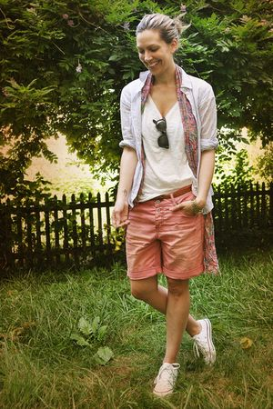 pink Mango shorts - white Converse shoes