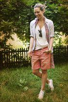 pink Mango shorts - white Converse shoes