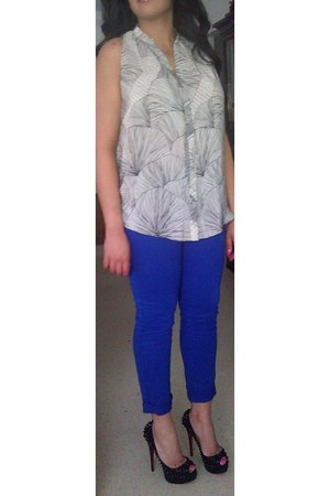blue Jbrand 811 skinny jeans - Christian Louboutin Lady Peep Spikes pumps