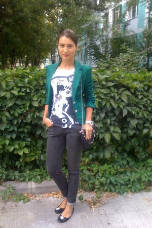 dark green blazer - dark gray jeans - black purse - white white  black blouse