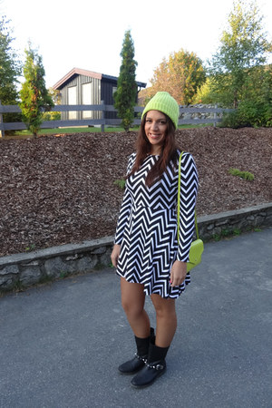 black Missguided dress - lime green asos hat