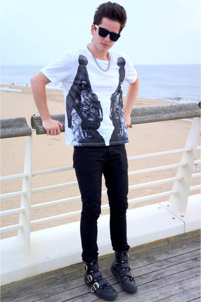 Katie Eary x TOPMAN t-shirt - versace x h&m boots - Zara jeans