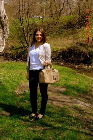 ivory Parfois purse - navy BLANCO jeans - beige Stradivarius blazer
