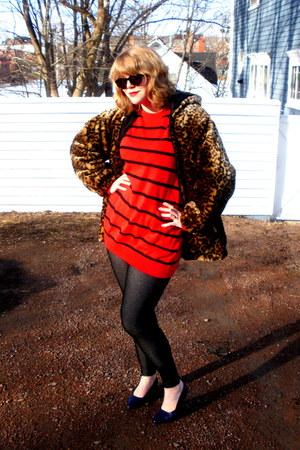 bronze vintage coat - red striped vintage sweater - dark gray Aldo leggings - bl