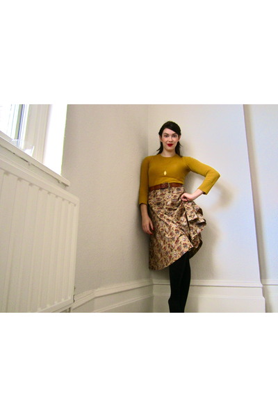 Forever 21 jumper - vintage skirt - vintage belt - vintage necklace