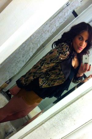 Alice & Olivia blazer - H&M shorts - BCBGenerations blouse