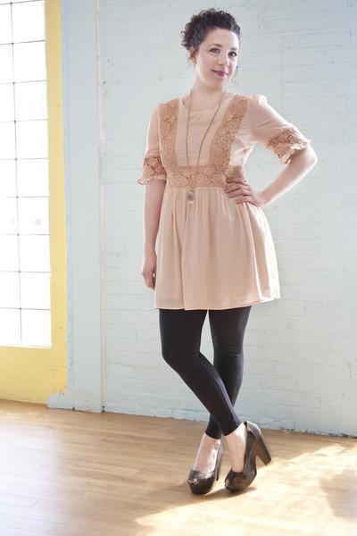 cfaabb3ba962c peach modcloth dress - black modcloth leggings - silver modcloth heels -  gold mo