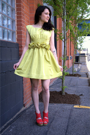 chartreuse modcloth dress - ruby red modcloth heels