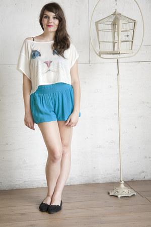 turquoise blue modcloth shorts - black modcloth flats - white modcloth top