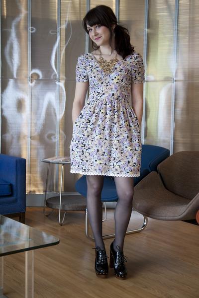 c8f38295453f5 periwinkle modcloth dress - navy modcloth tights - black modcloth heels -  gold m