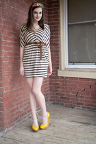 ivory modcloth dress - red headband modcloth accessories - yellow modcloth wedge