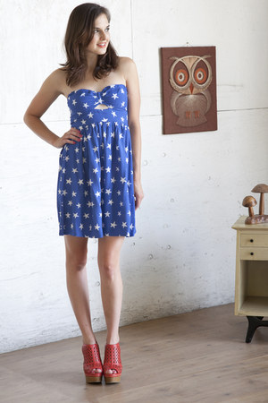 blue modcloth dress - carrot orange modcloth wedges