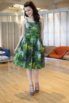 green bernie dexter modcloth dress - silver senso diffusion modcloth wedges