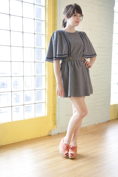 charcoal gray dear creatures modcloth dress - coral 8020 modcloth wedges
