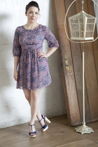 bubble gum modcloth dress - navy modcloth heels