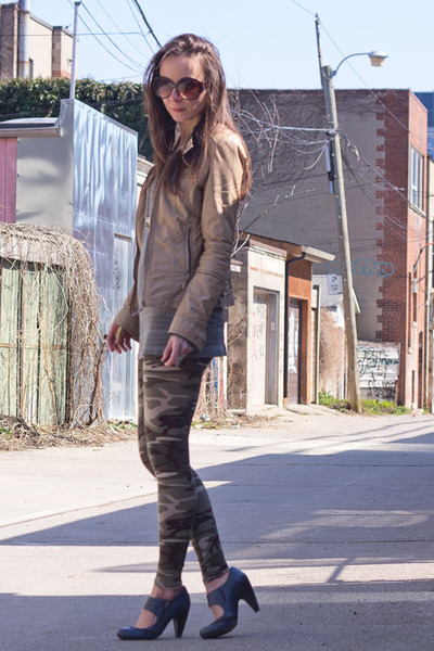 camel camo Style Lately leggings - navy zipper trimmed Biviel shoes