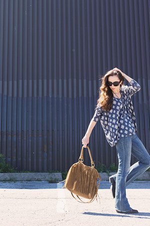 charcoal gray aztec unknown top - navy raw-hem dittos jeans