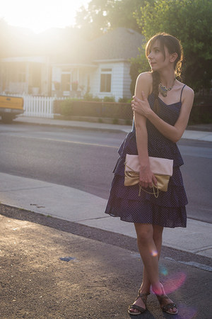 navy ruffles unknown dress - light pink clutch hm purse