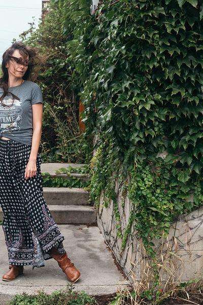 gray maxi skirt Auguste skirt - heather gray graphic tee Ungalli shirt
