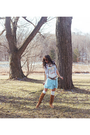 ivory graphic tee UO t-shirt - light brown fringed Call it Spring boots