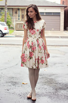 salmon floral modcloth dress - neutral textured HUE tights