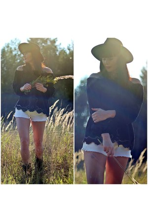 black Zara boots - white Guess shorts - black Stradivarius blouse