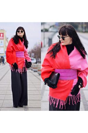 bubble gum H&M scarf