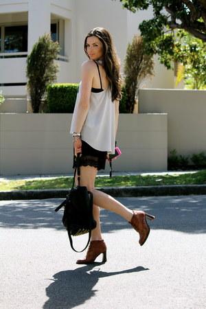 Glassons shorts - vintage boots - Alexander Wang bag - Karen Walker sunglasses