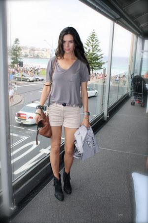 black Daniel Claude boots - brown Mulberry bag - eggshell Zara shorts