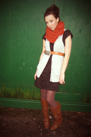black dress - silver vest - brown belt - brown tights - brown boots - orange sca