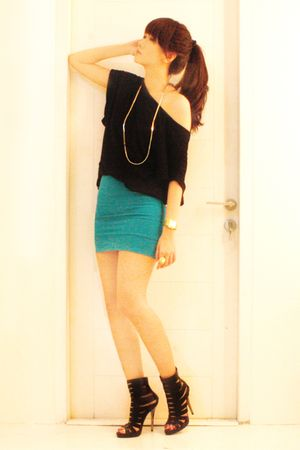black cotton on top - green Topshop skirt - black Zoes shoes