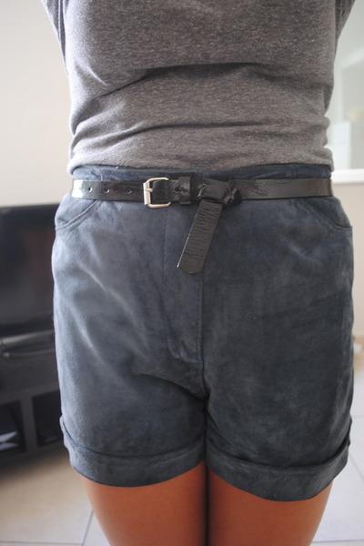 blue vintage shorts - heather gray shirt - black belt