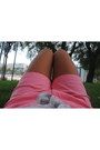 Light-pink-h-m-shirt-coral-shorts