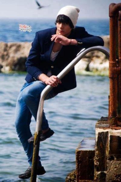 white Zara hat - black H & M shoes - blue Bersheka jeans