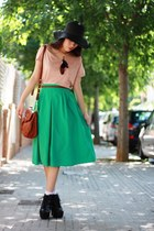 black Momo House hat - peach H&M shirt - burnt orange Misako bag - teal Seattle