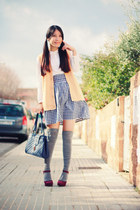 maroon Nine West heels - blue adorebag bag - white Bimba & Lola blouse