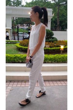 white Zara jumper - black Juicy Couture sandals