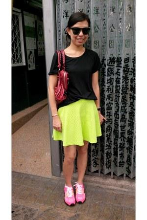 neon yellow H&M skirt - airmax nike sneakers