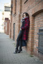 black leather Mohito pants - ruby red long reserved sweater
