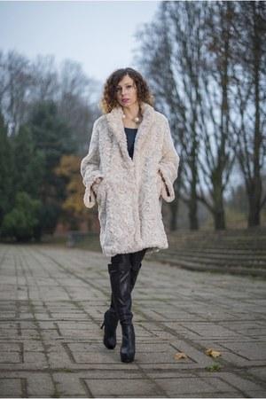 eggshell faux fur H&M coat - black overknee renee boots