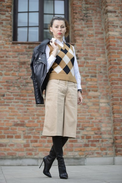 black leather Zara jacket - black Casadei boots - white Zara shirt