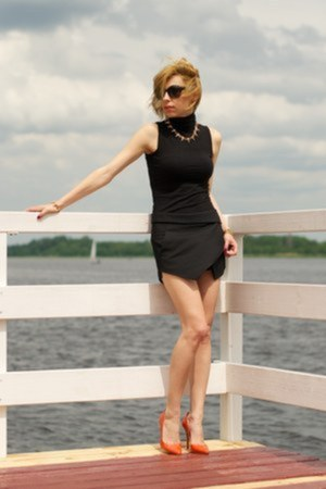 black asymmetric Zara shorts - black turtleneck Stradivarius blouse