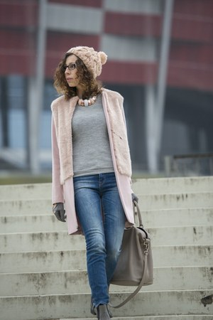 light pink faux fur Zara coat - blue skinny jeans Zara jeans